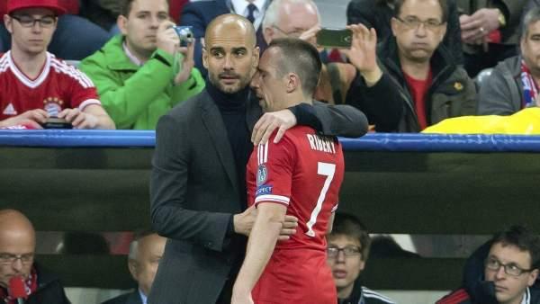 Pep Guardiola consuela a Franck Ribery