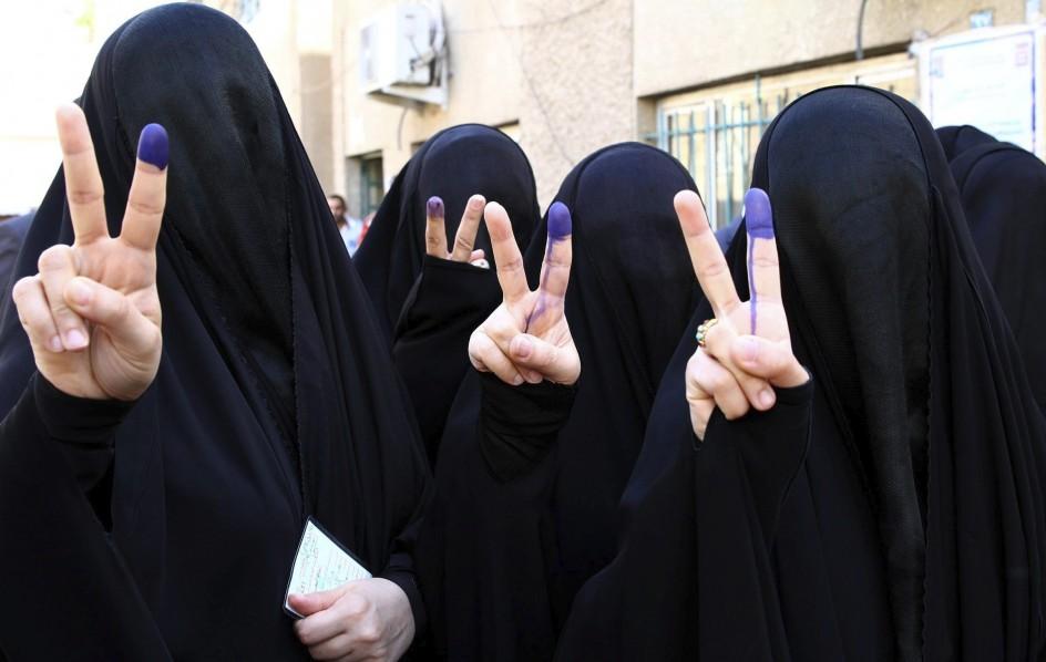 Un grupo de mujeres votan en Bagdad