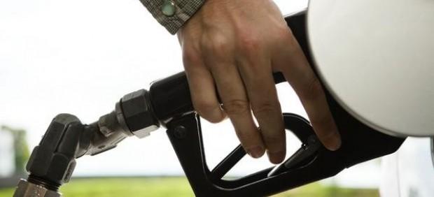 La AIReF calcula que igualar la fiscalidad entre diésel y gasolina aumentaría en 1.318 millones ...