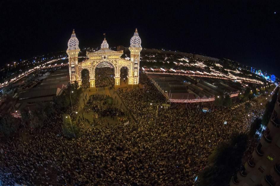Sevilla es una fiesta la feria de abril luce tambi n en mayo for Servicio tecnico jane sevilla calle feria