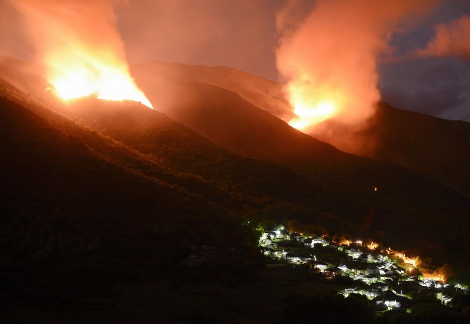 Incendio forestal en el municipio ourensano de Rubiá