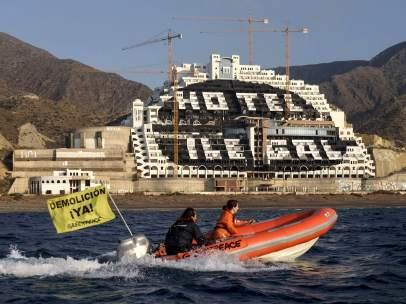 Piden la demolición de El Algarrobico