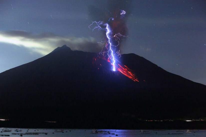 La luz mágica de volcanes y luciérnagas