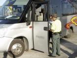 Denuncian al conductor de un autobús con 13 niños que triplicaba la tasa de alcohol
