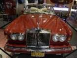 Lady Gaga subastará su Rolls-Royce rojo en Nueva York