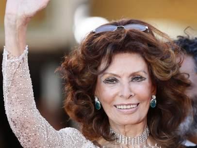 Sophia Loren demuestra en el Festival de Cannes que sigue siendo una estrella