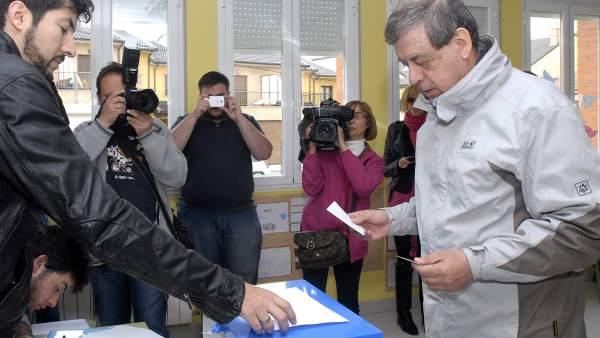 Francisco Sosa Wagner vota en León