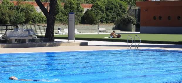 Muere una ni a de cuatro a os en la piscina municipal de for Piscina municipal girona