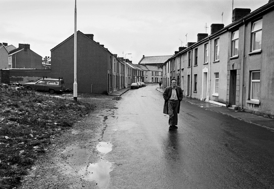 Wernstreet, Llanelli, South Wales, 1984. Uno de los pueblos mineros del sur de Gales fotografiado en 1984 por Michael Kerstgens