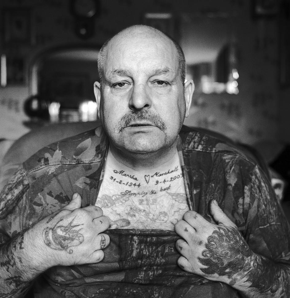 Spud Marshall at home in Kendray Barnsley, September 2012. Retrato de Spud Marshall, el veterano minero que apadrinó al fotógrafo Michael Kerstgens para que pudiese hacer el reportaje