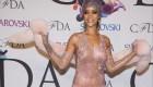 Ver v�deo Rihanna deslumbra en los premios CFDA