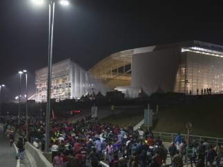 Manifestantes dirigíendose al estado Arena Corinthians de Brasil
