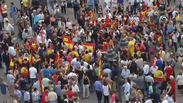 Manifestaciones pro Referéndum vs Monarquía  176433-600-338