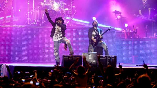 La banda Guns N' Roses trabaja en dos nuevos discos y lanzará un concierto en 3D