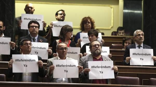 "Los diputados de Izquierda Plural: ""Referéndum ya"""