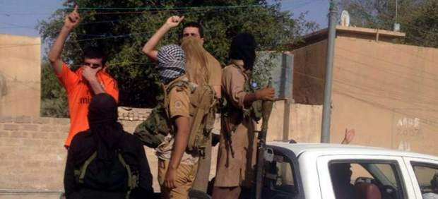Rebeldes suníes en Tikrit