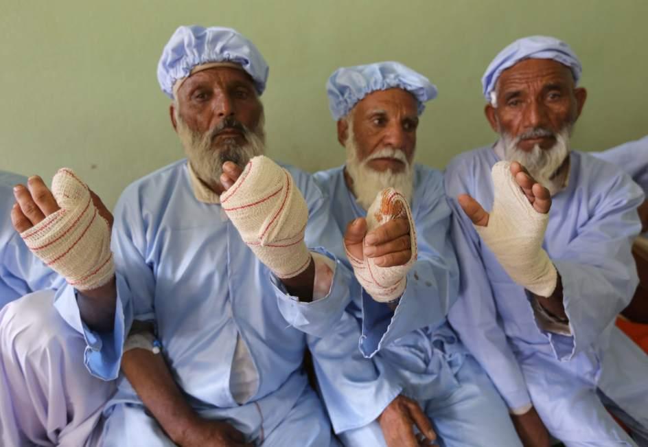 Les cortaron el dedo por votar