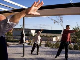 Ancianos haciendo ejercicio