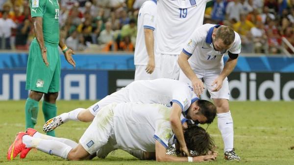 Samaras mete a Grecia en octavos de final
