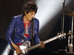 Subastan 21 guitarras firmadas por artistas