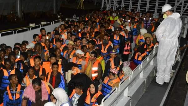Muere una treintena de inmigrantes en un barco cerca de Italia