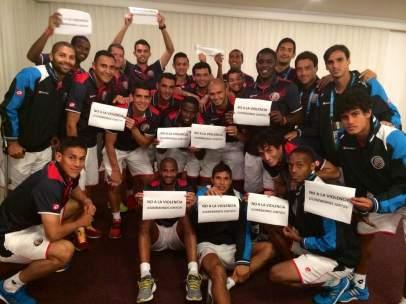 Jugadores de Costa Rica contra la violencia