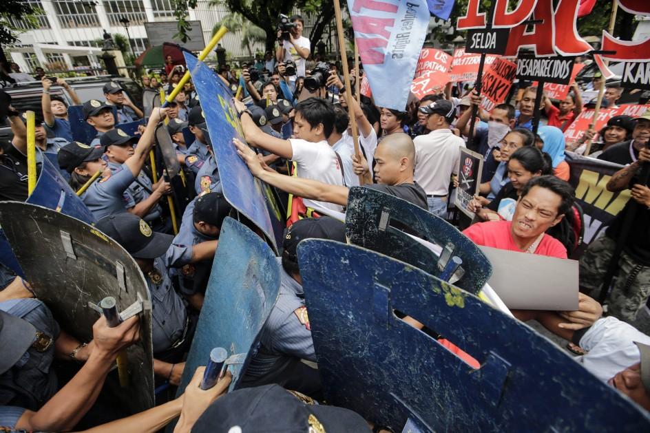 Protestas contra el acuerdo con EE UU