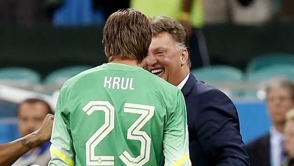 Louis van Gaal y Tim Krul
