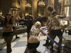 Activistas de Femen en Notre-Dame, París.