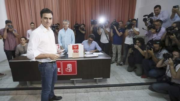 Pedro Sánchez antes de votar