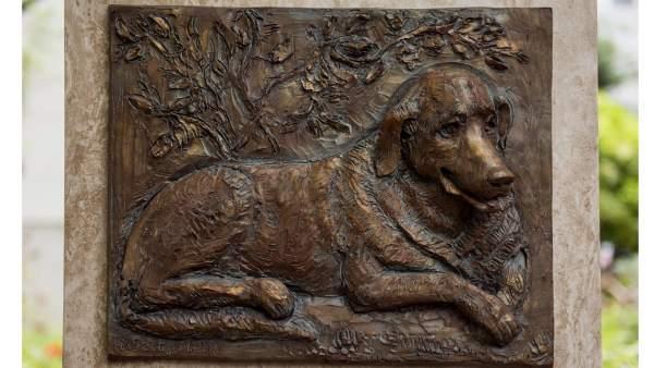 Una estatua en Budapest para Beni, el perro fiel que esperó diez años a su amo muerto