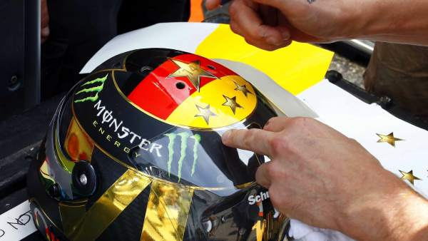 El diseño de casco para Nico Rosberg vetado por la FIFA
