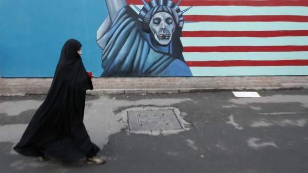 Una mujer iraní en Teherán