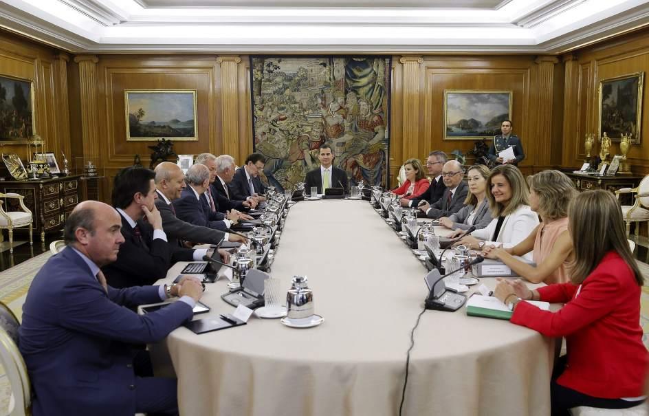 Felipe vi se estrena presidiendo un consejo de ministros for Clausula suelo consejo de ministros