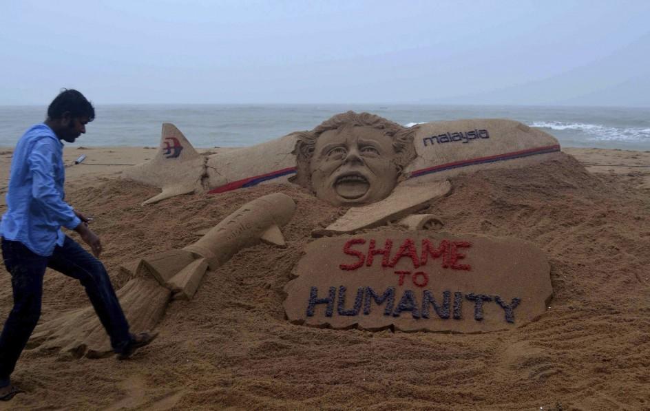Escultura de arena en homenaje a las víctimas del MH17