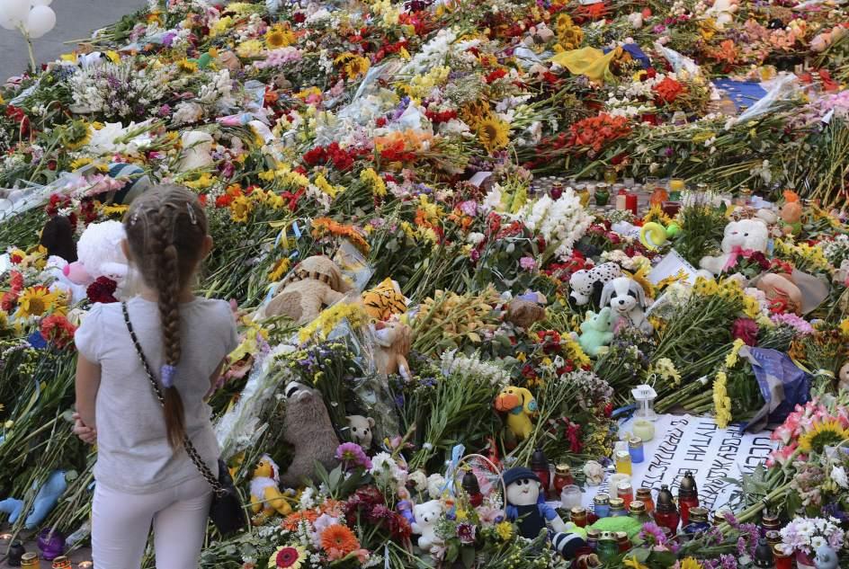 Flores para las víctimas del MH17