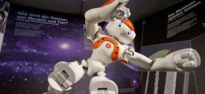 El robot humanoide mueve 'el esqueleto'