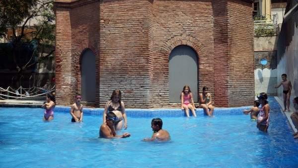 Barcelona crea nous espais verds i d 39 esbarjo als interiors for Piscinas nudistas barcelona