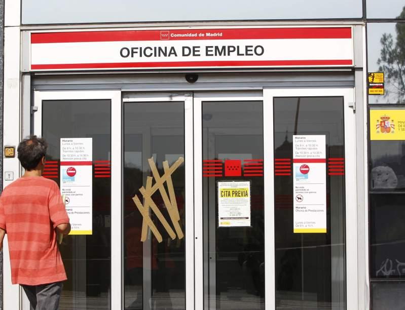Aumenta el n mero de personas inscritas en las oficinas for Oficina del paro murcia