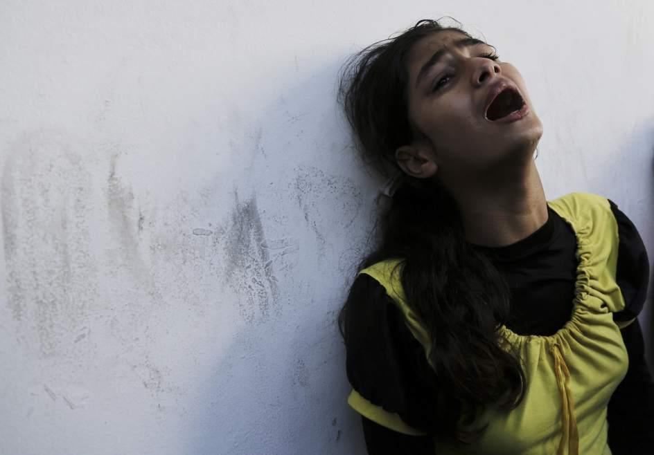 Ataque a una escuela refugio de la ONU. Una niña palestina llora desconsolada, en el hospital Beit Hanoun de la Franja de Gaza, tras perder a su padre en el ataque israelí a la escuela de la ONU. Al menos 17 personas perdieron la vida en dicho ataque.