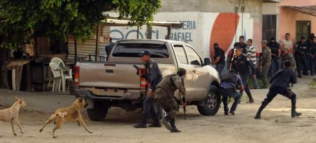 Ocho muertos en un ataque de pandilleros en una fiesta de graduación en El Salvador