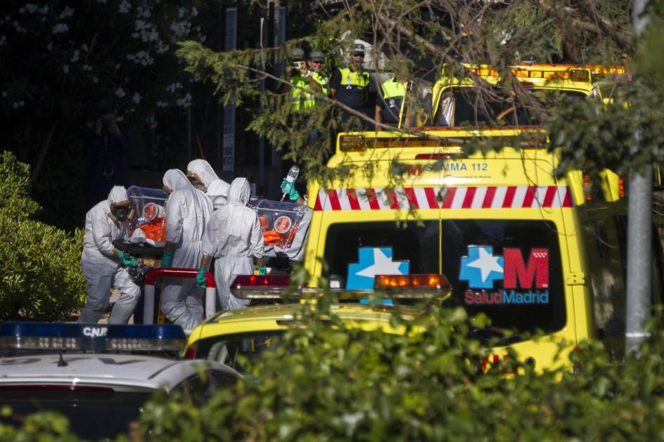 El misionero español infectado de ébola llega al Hospital Carlos III