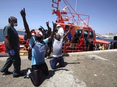 Rescatados en el Estrecho otros 755 inmigrantes que iban en 78 lanchas hinchables