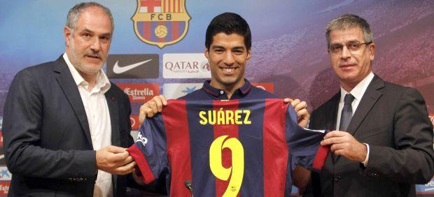 Luis Suárez, presentado oficialmente con el FC Barcelona