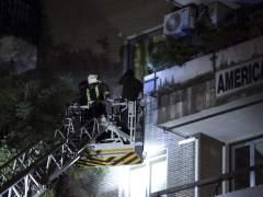 Un joven grave y otro leve tras caerles un balc�n en Madrid