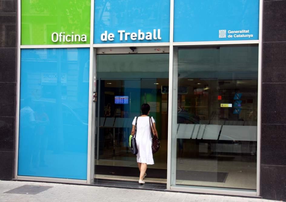 El paro en catalu a baja en personas y la tasa de for Oficina de empleo de albacete