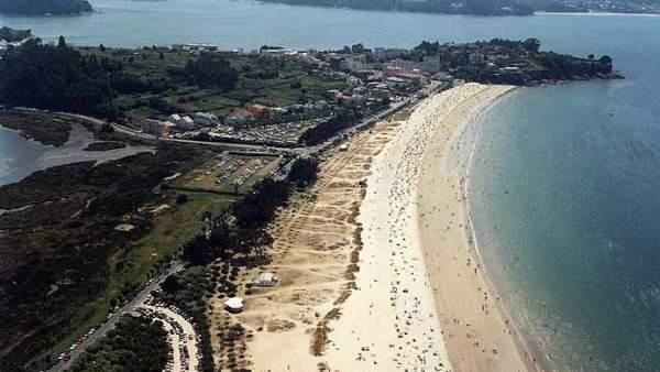 Playa grande de Miño.