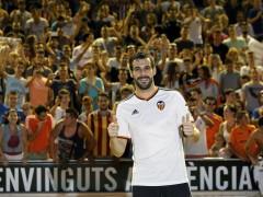 El Valencia presenta a Negredo