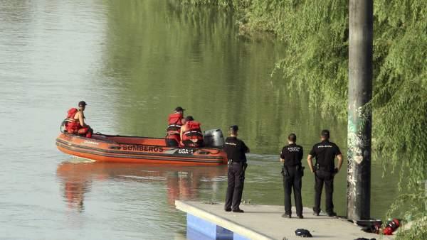 Búsqueda en el río Guadalquivir a su paso por Córdoba.