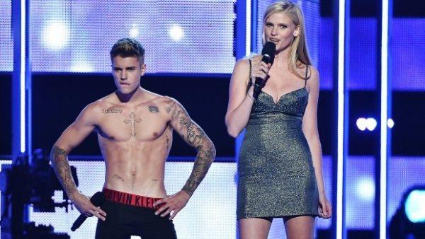 Justin Bieber se desgarra el tímpano